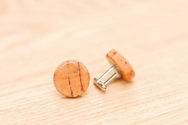 EKO men's and women's cufflinks from handmade cork, with a natural pattern.